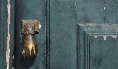 hand knocker on door